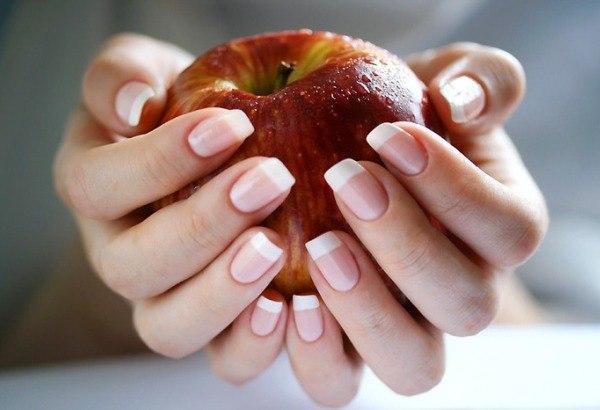 Яблоко и ногти