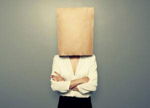 Девушка с пакетом на голове