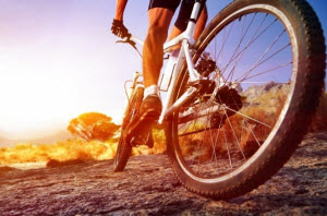 Спортсен на велосипеде
