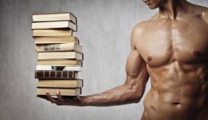 Атлет с книгами