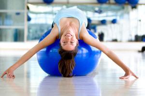 Девушка на фитнесс боле