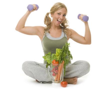 Девушка на поул с овощами