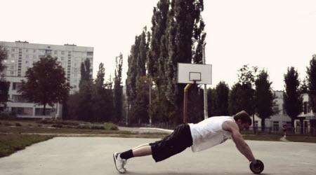 Гимнастический ролик на улице