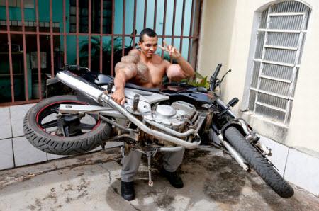 Мотоцикл в руках