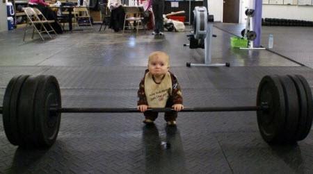 Ребенок со штангой