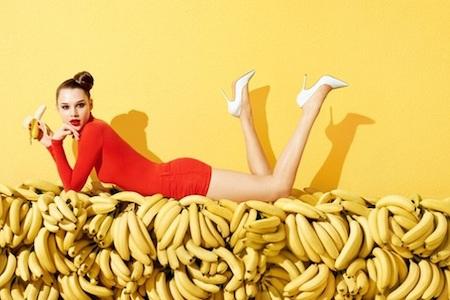 девушка на бананах
