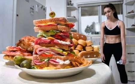 много еды и женщина